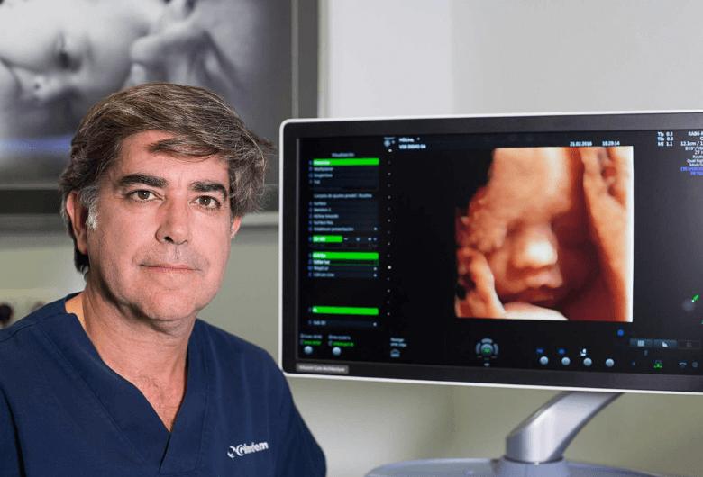 Dr Montes de Oca con nuevo ecografo